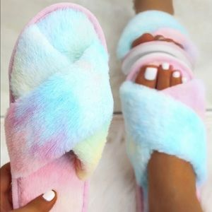 Tie Dye Cross Strap Faux Fur Slippers
